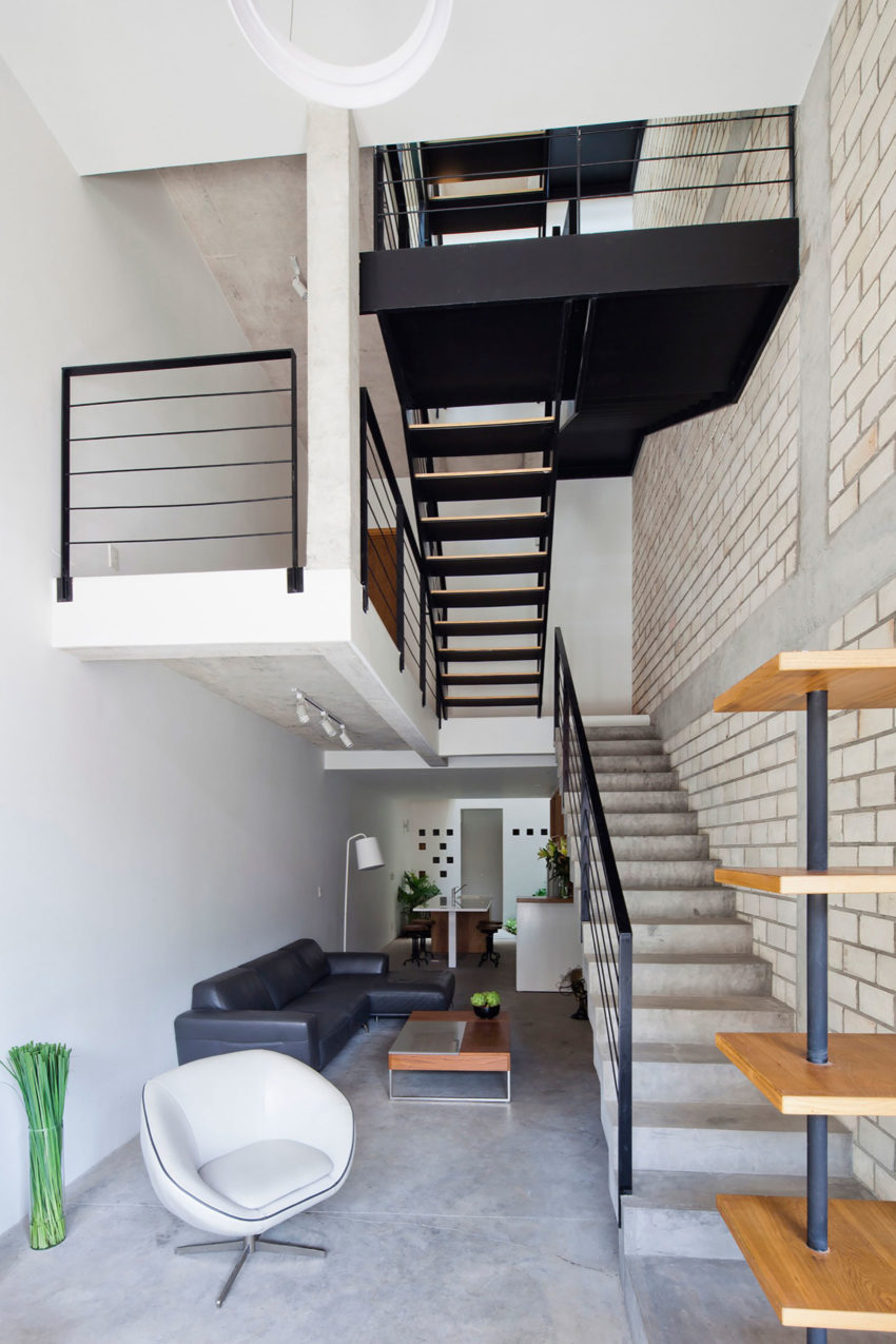 Townhouse with a Folding-Up Shutter by MM++ architects (7)