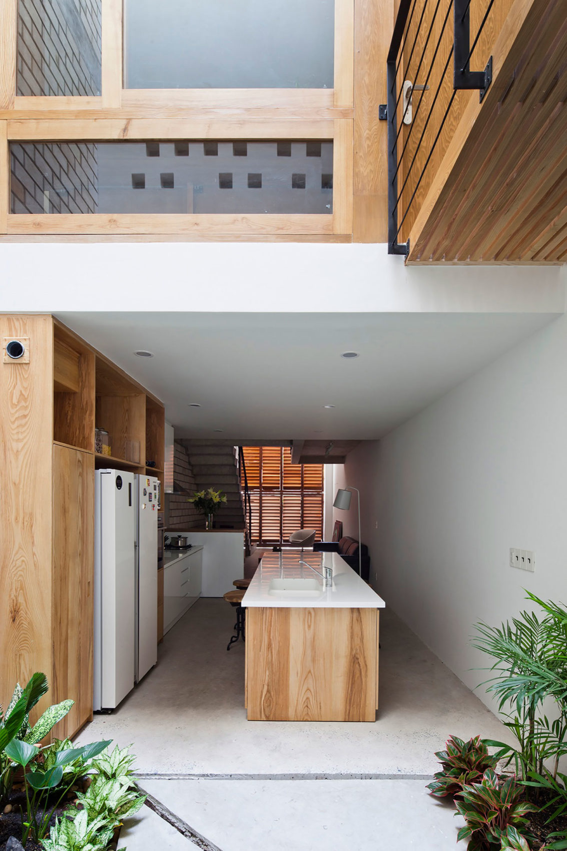 Townhouse with a Folding-Up Shutter by MM++ architects (9)