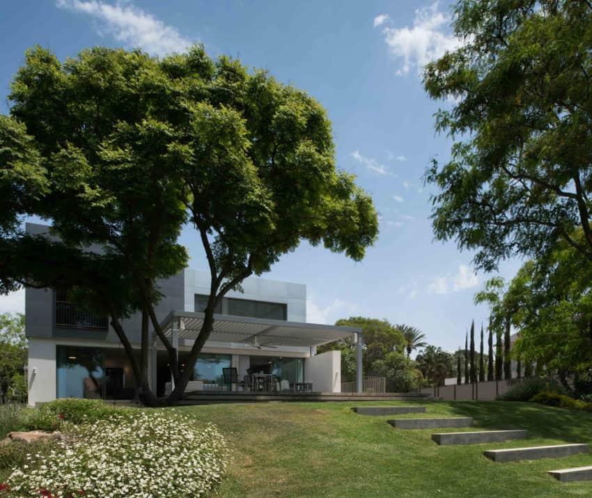 An Aluminum Vested Home by Studio de Lange (1)