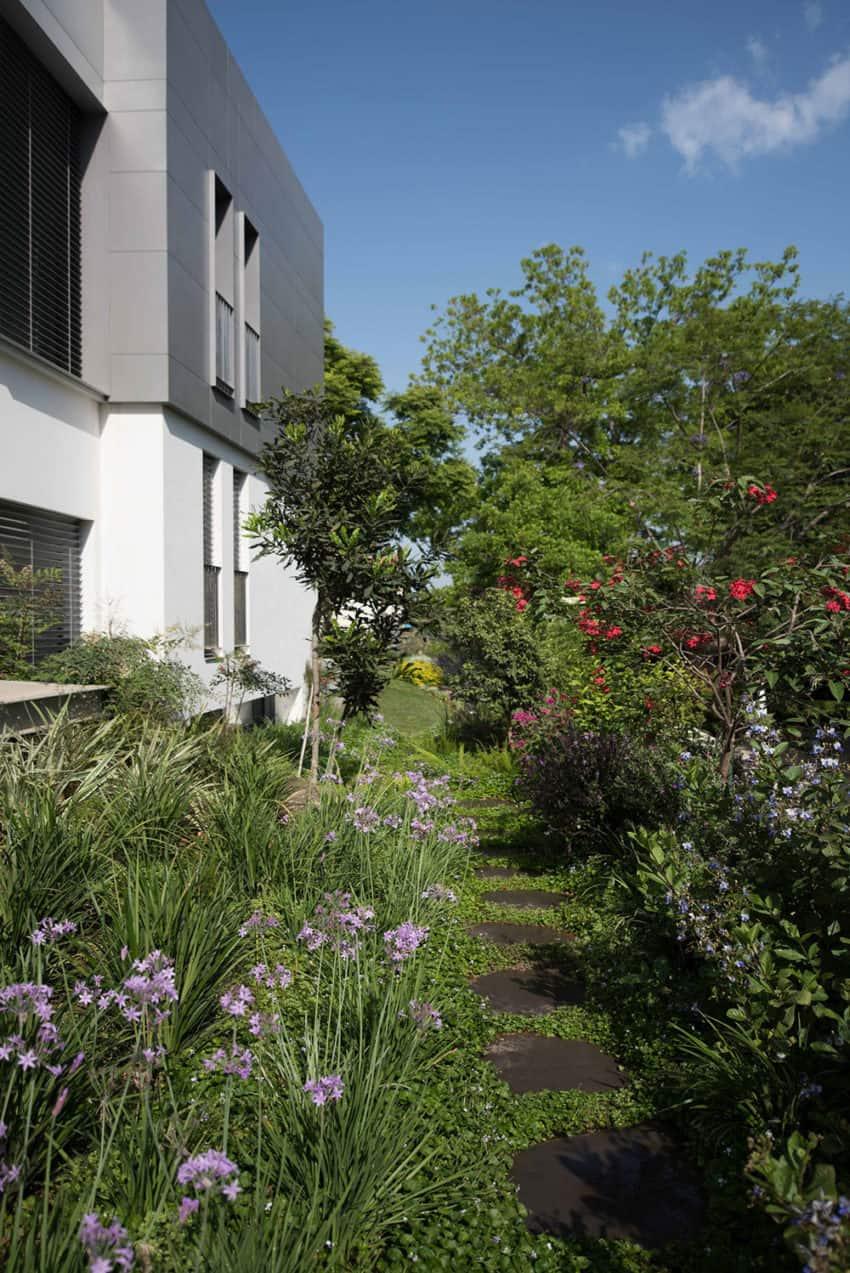 An Aluminum Vested Home by Studio de Lange (2)