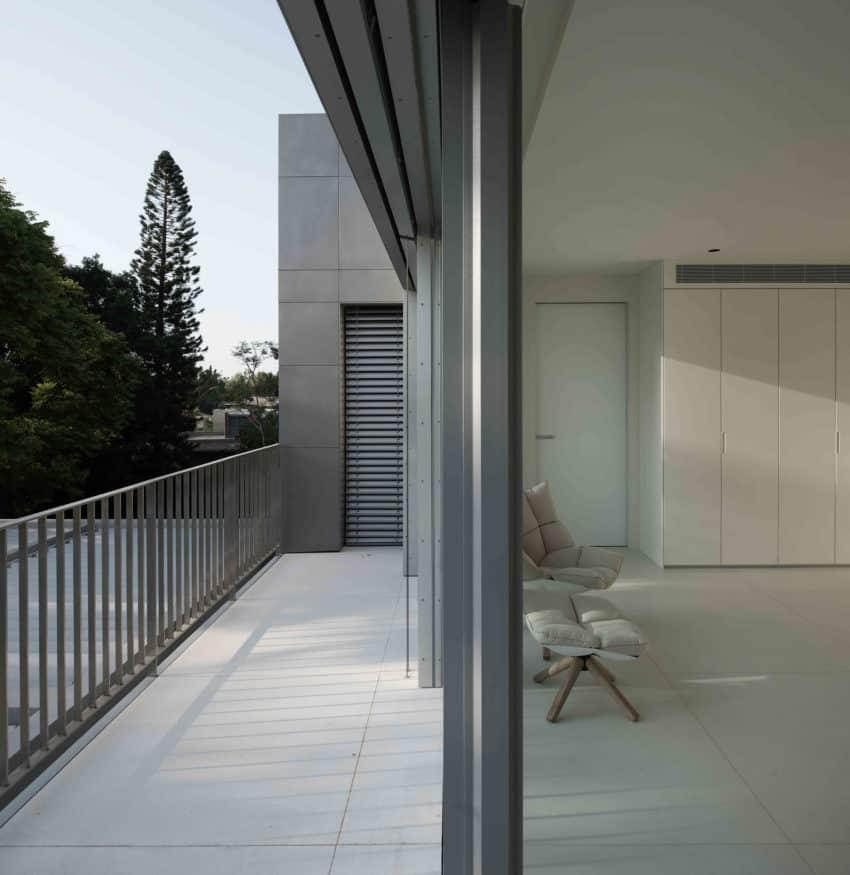 An Aluminum Vested Home by Studio de Lange (10)