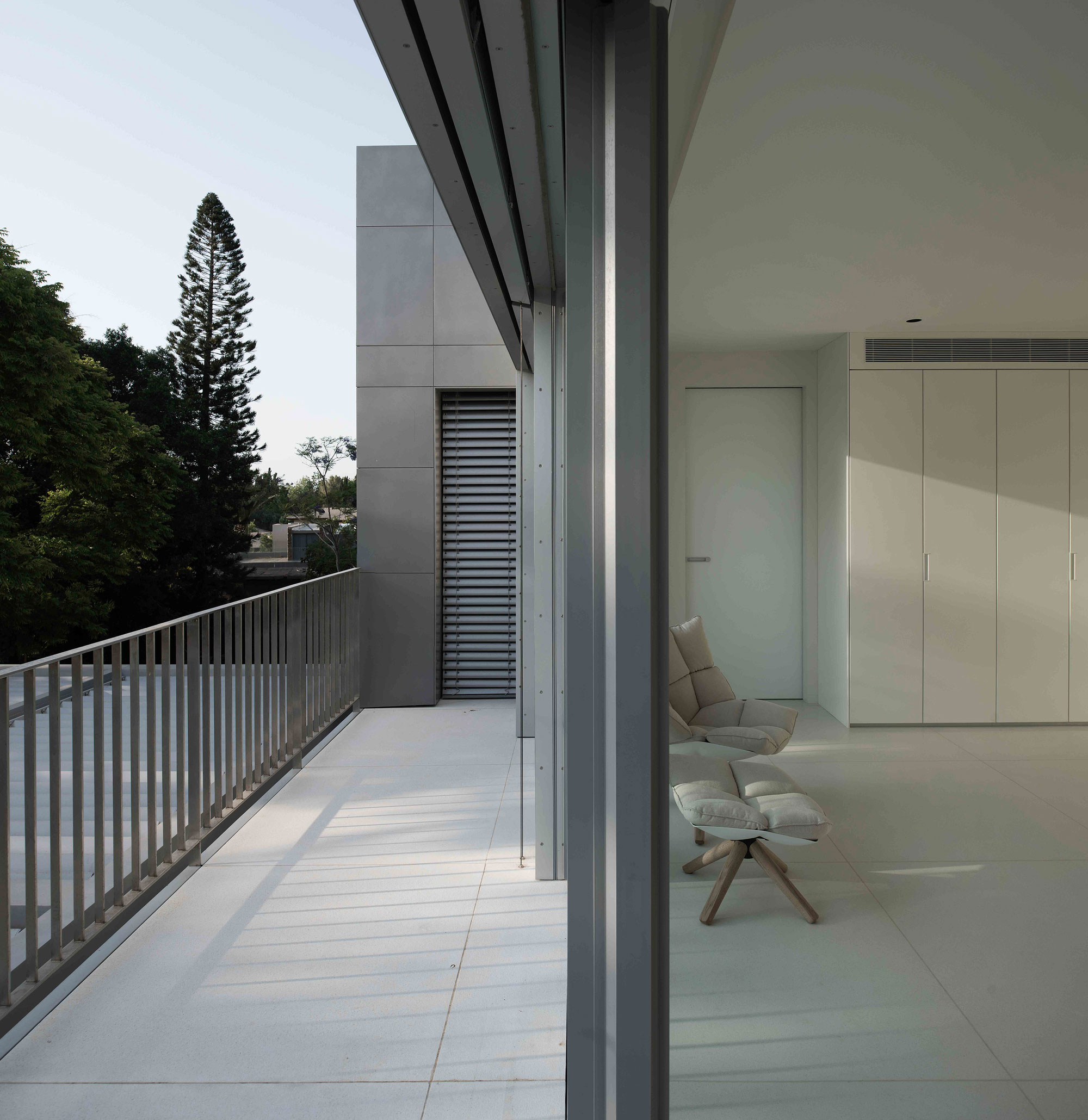 An Aluminum Vested Home by Studio de Lange (10)