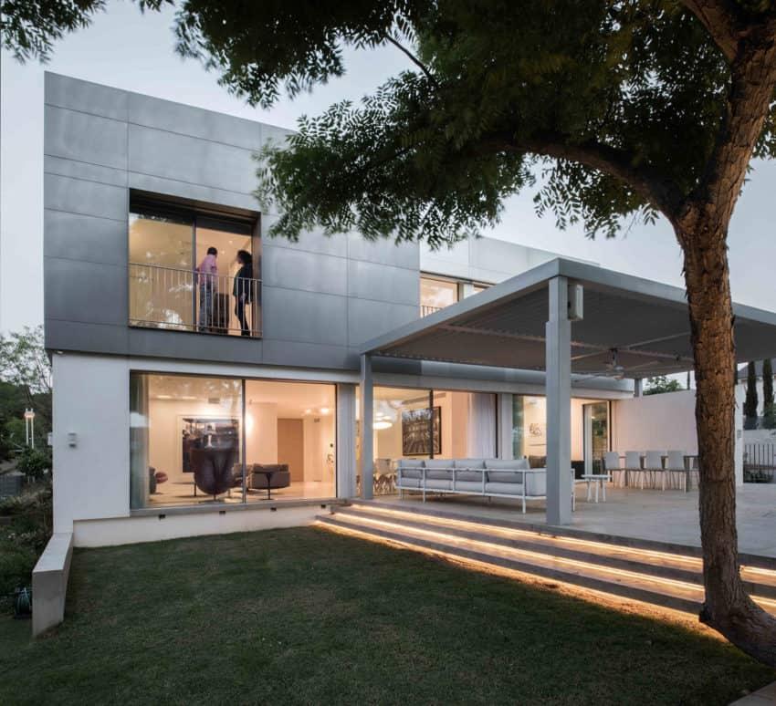 An Aluminum Vested Home by Studio de Lange (11)
