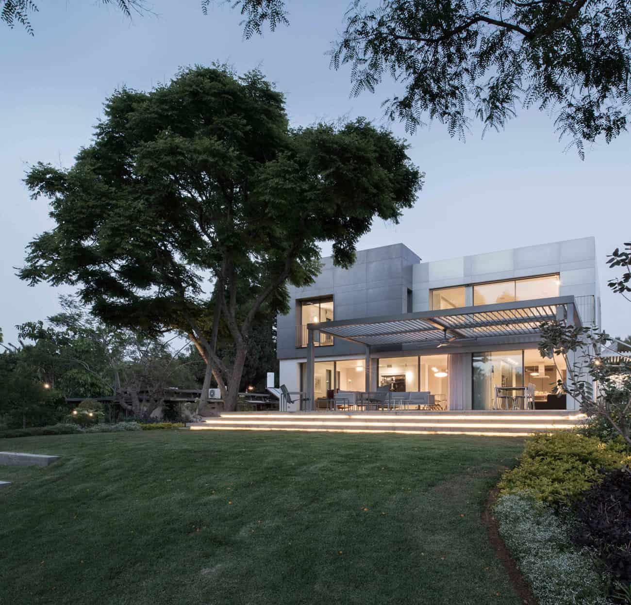 An Aluminum Vested Home by Studio de Lange (13)