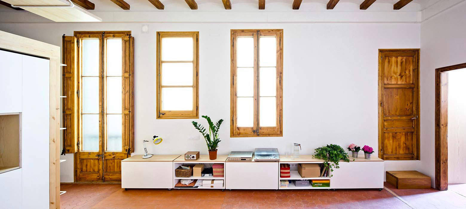 Anna & Eugeni Bach Multiply the Space of a Tiny Apartment in Gran Via