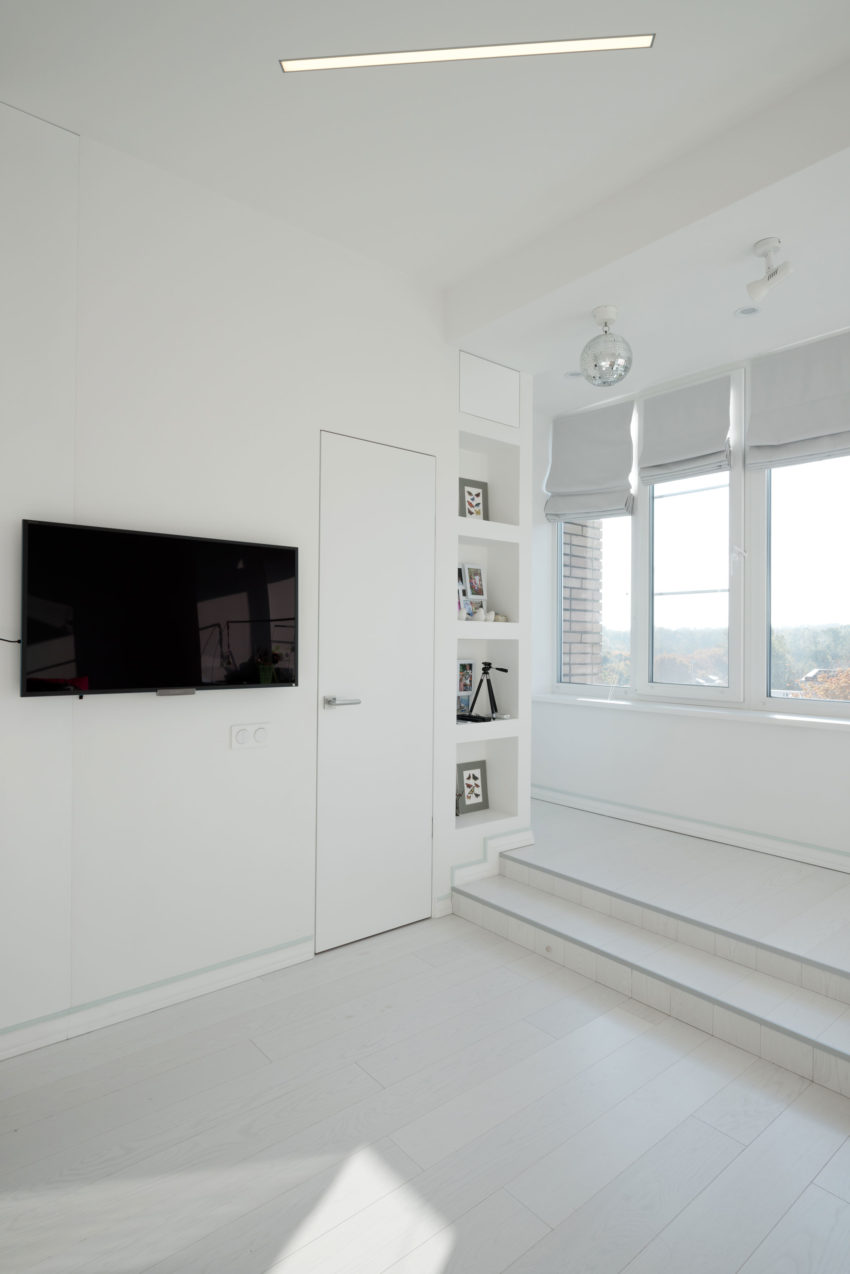 A Clean, White, and Spacious Apartment in Moscow