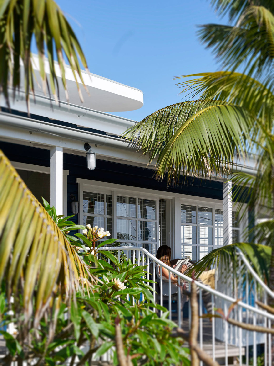 Beach House on Stilts by Luigi Rosselli Architects (6)
