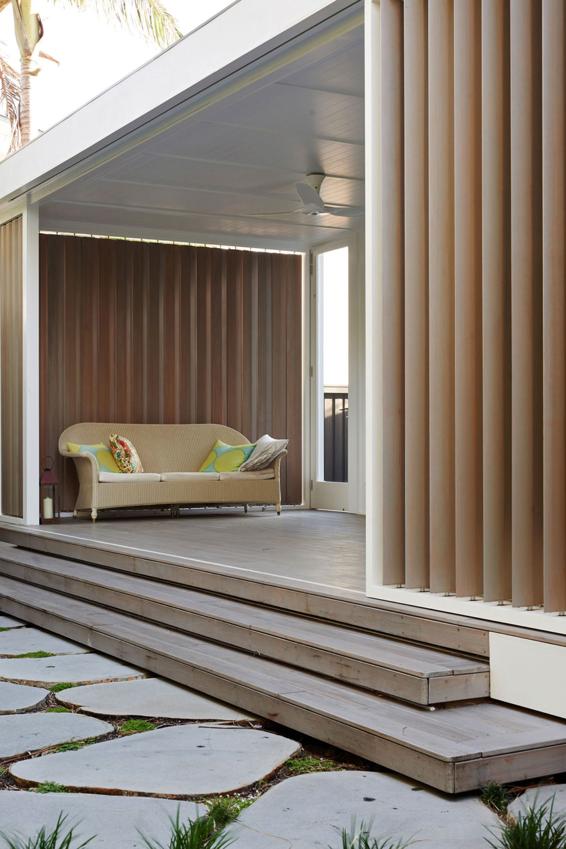 Beach House on Stilts by Luigi Rosselli Architects (7)