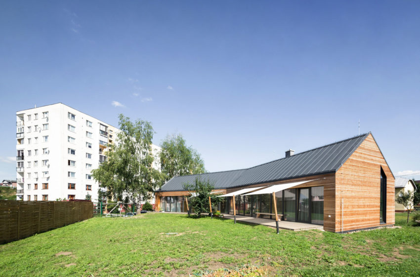 Martin boles architect design a versatile private residence with a