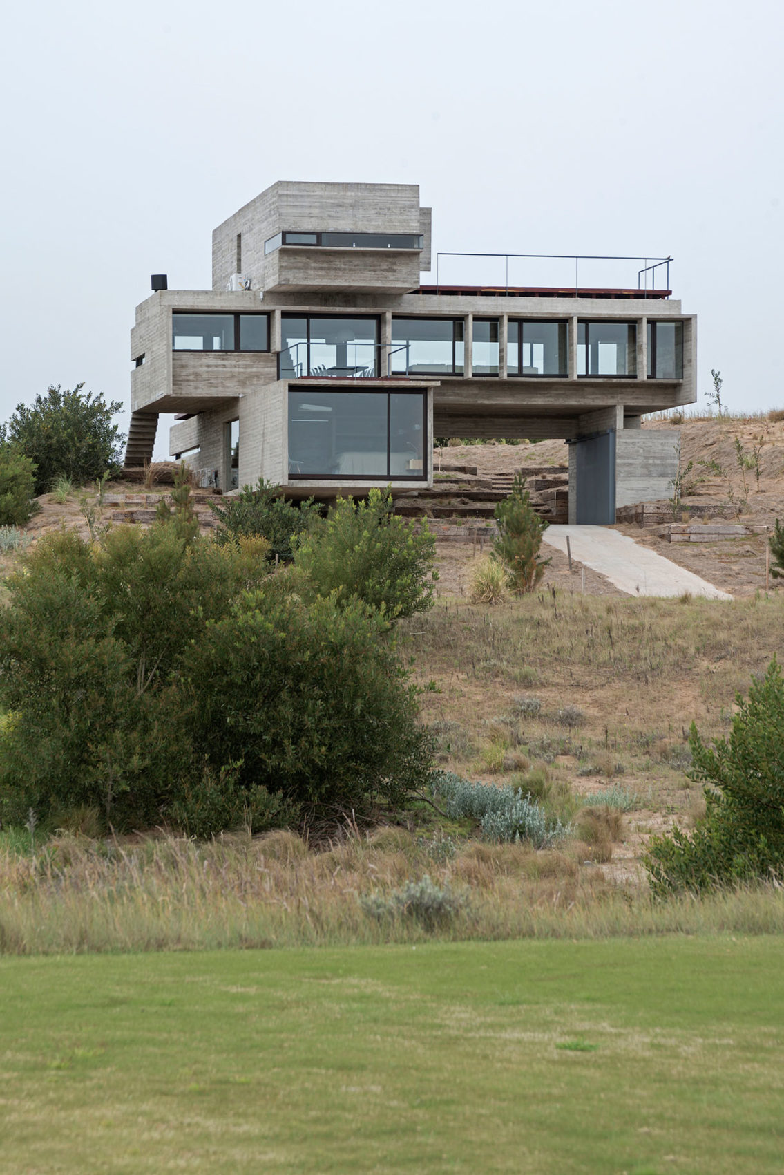 Golf House by Luciano Kruk Arquitectos (2)
