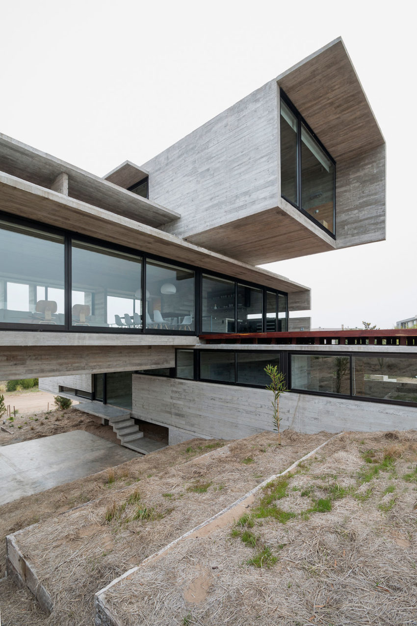 Golf House by Luciano Kruk Arquitectos (4)