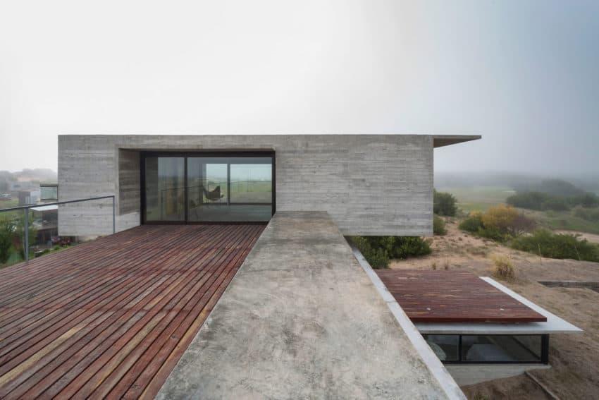 Golf House by Luciano Kruk Arquitectos (5)