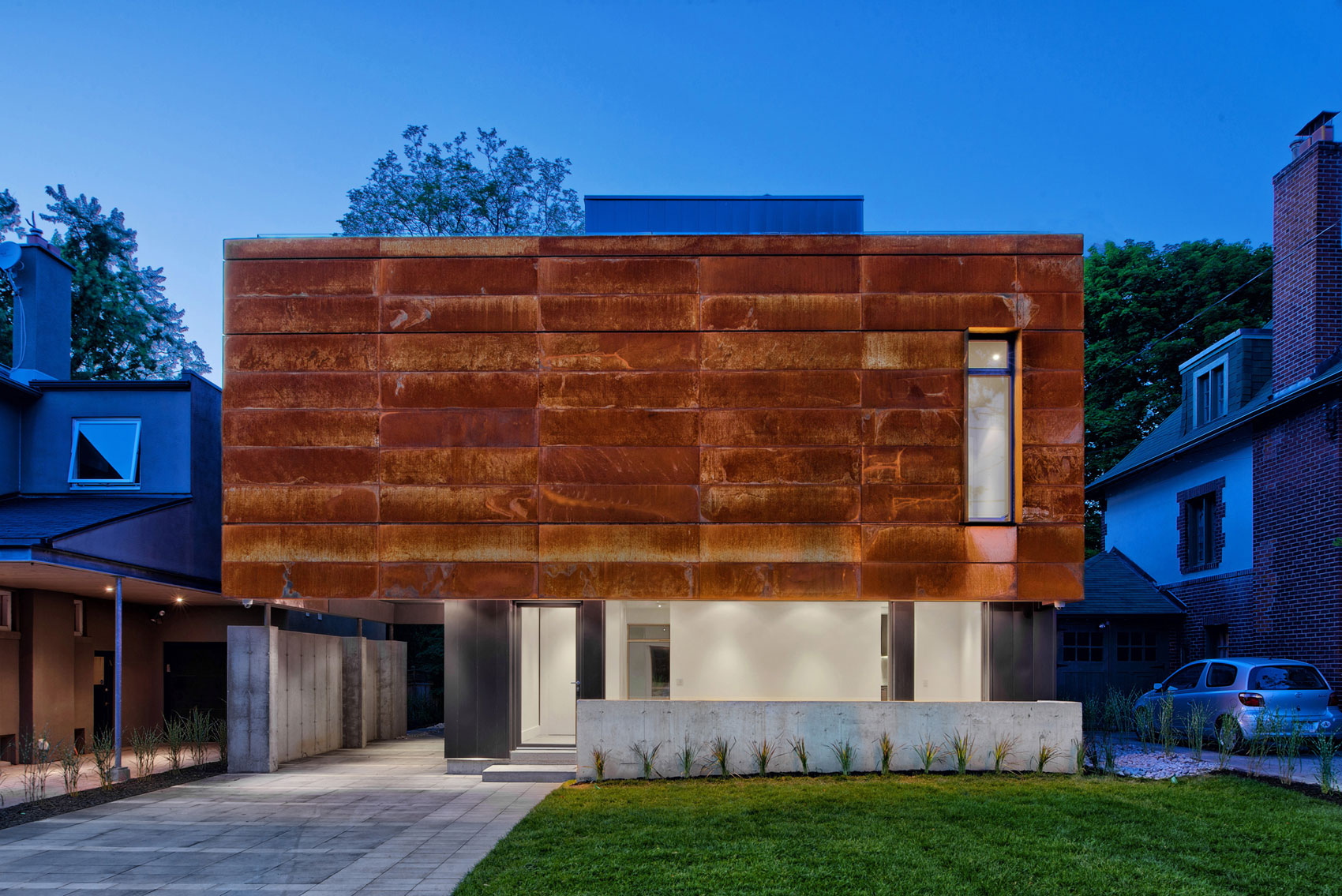 TACT Design INC. Create an Elegant Contemporary Home Located in Toronto