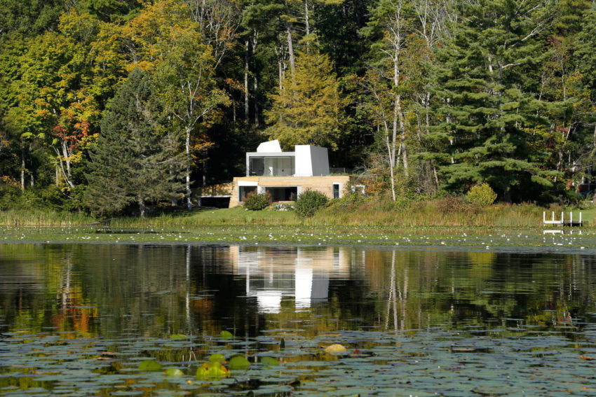 Lake House by Taylor and Miller Architecture (1)