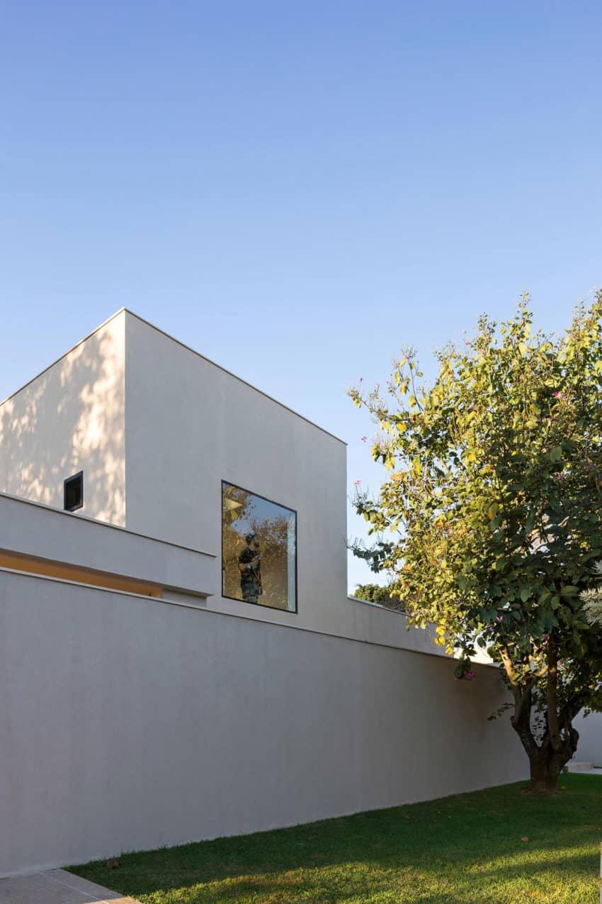 Paineira House by Bloco Arquitetos (17)