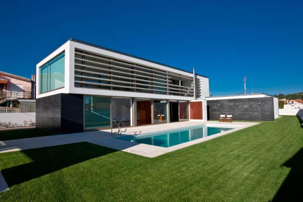 SG House by J. A. Lopes da Costa (1)