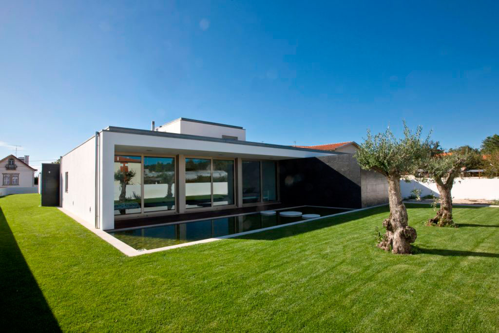 SG House by J. A. Lopes da Costa (4)