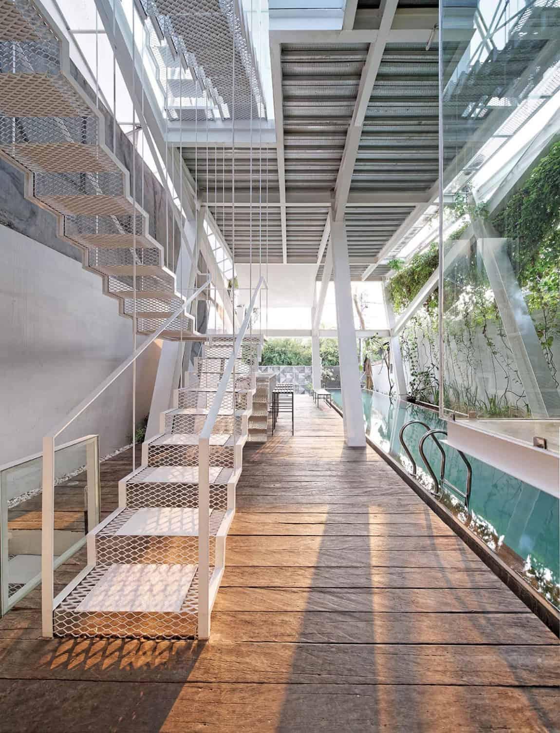 Slanted House by Budi Pradono Architects (5)