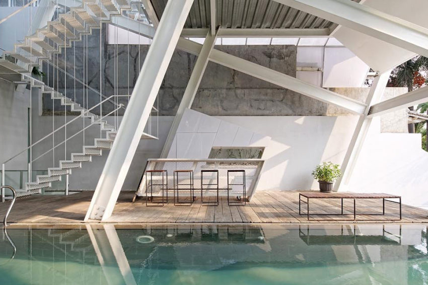 Slanted House by Budi Pradono Architects (12)