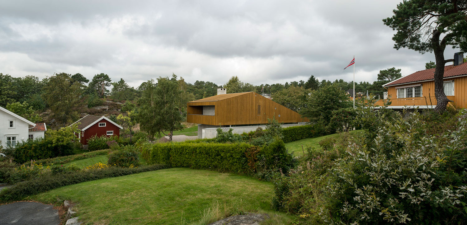 A Single-Family Home Surrounded by the Forests of Grimstad, Norway