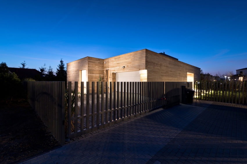 Cedar House by Mariusz Wrzeszcz Office (17)