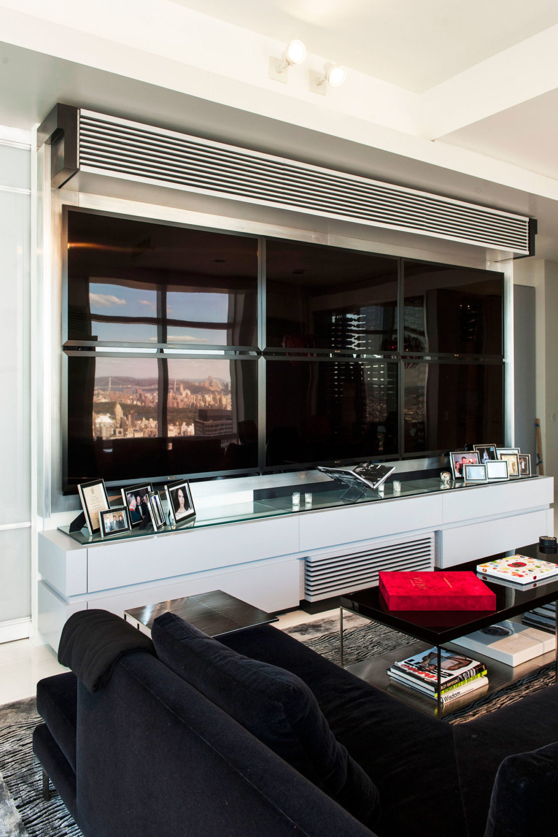 First Avenue Apartment by Mojo Stumer (11)