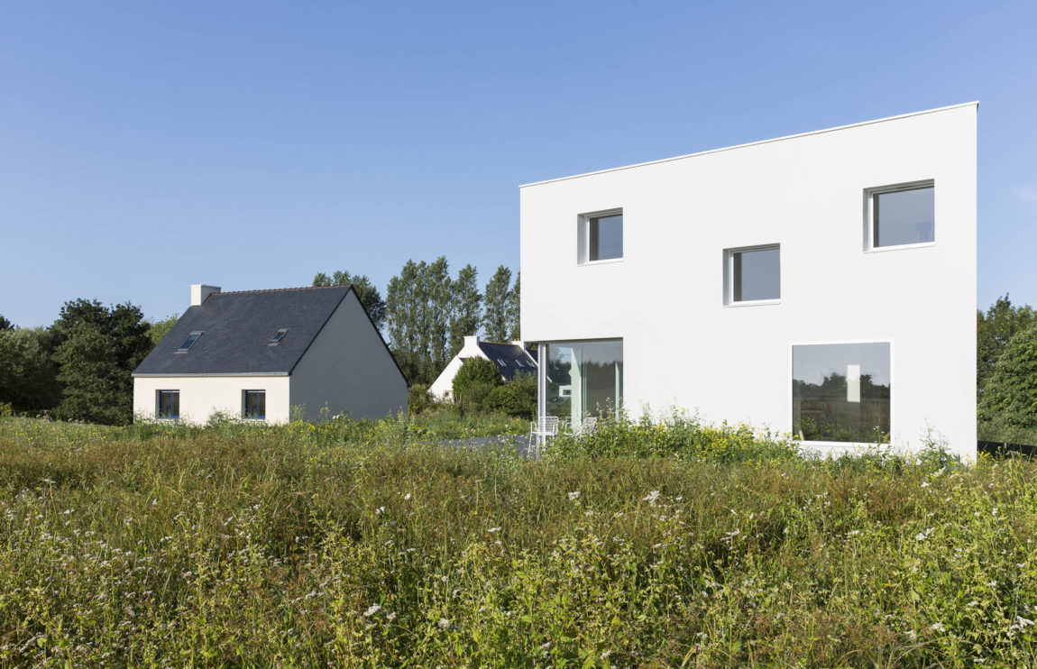 House for a Photographer by Studio Razavi Architecture (2)