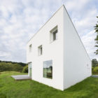 House for a Photographer by Studio Razavi Architecture (3)