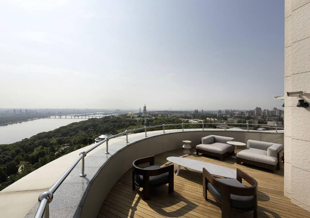 Kiev Apartment by Minotti London & Red Button Dev (1)