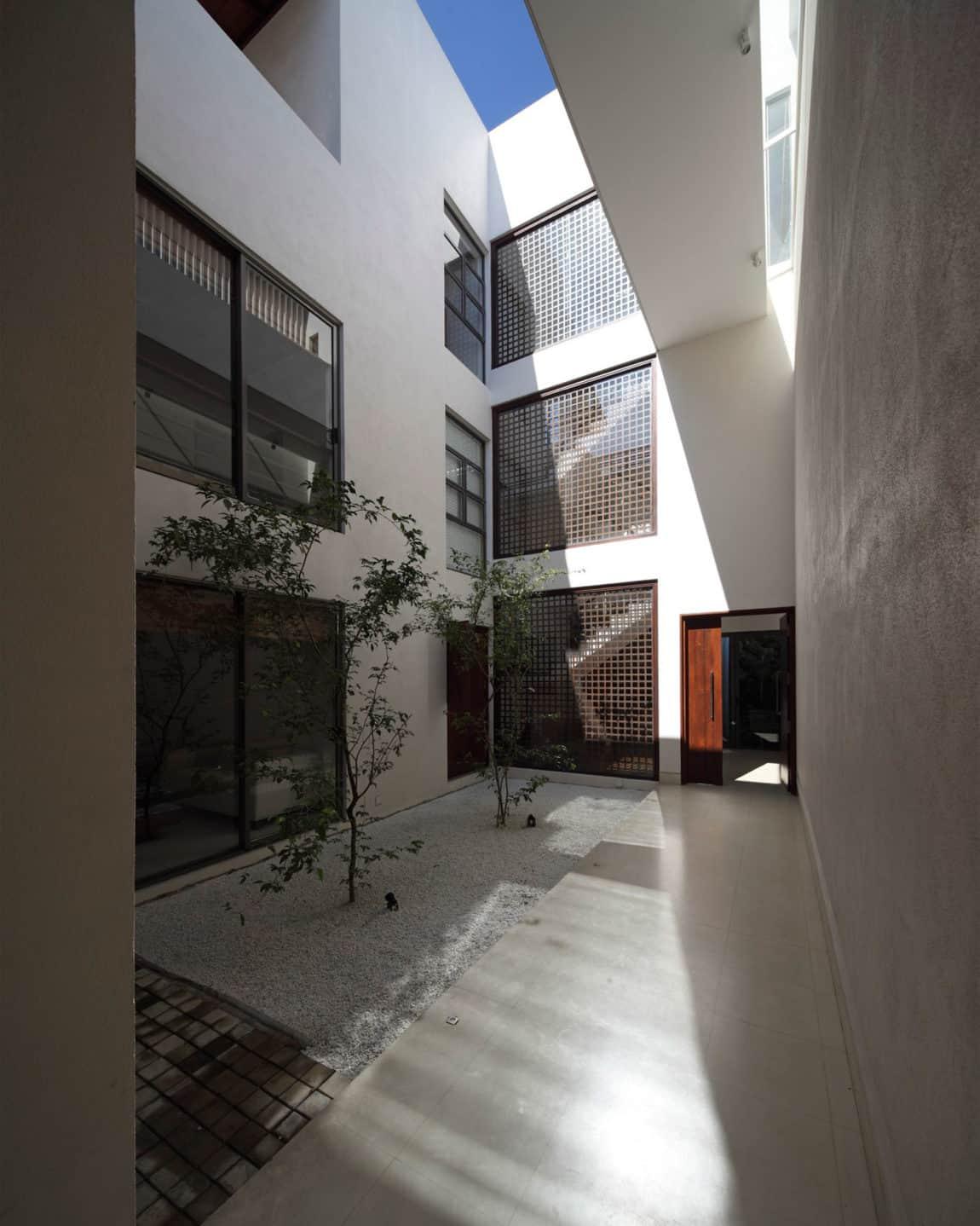 Layered House by KWA Architects (5)