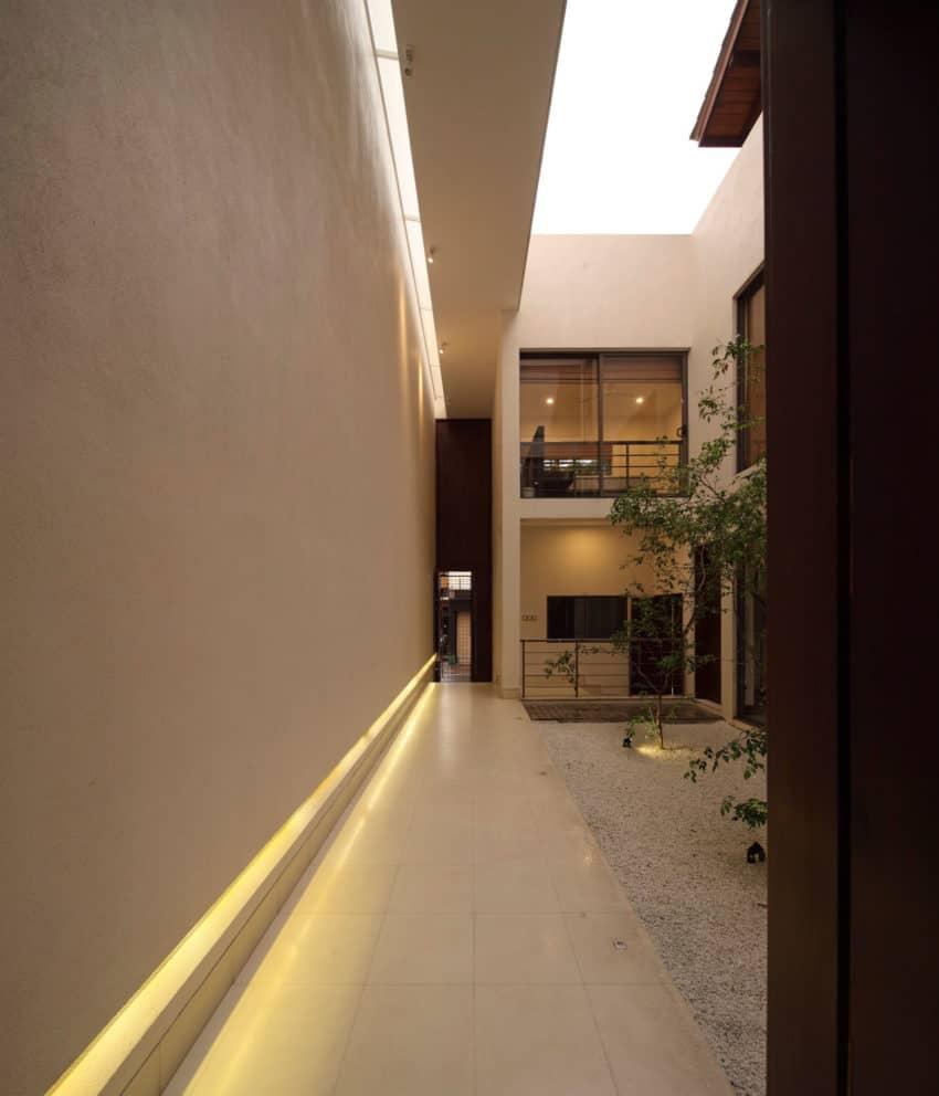 Layered House by KWA Architects (14)