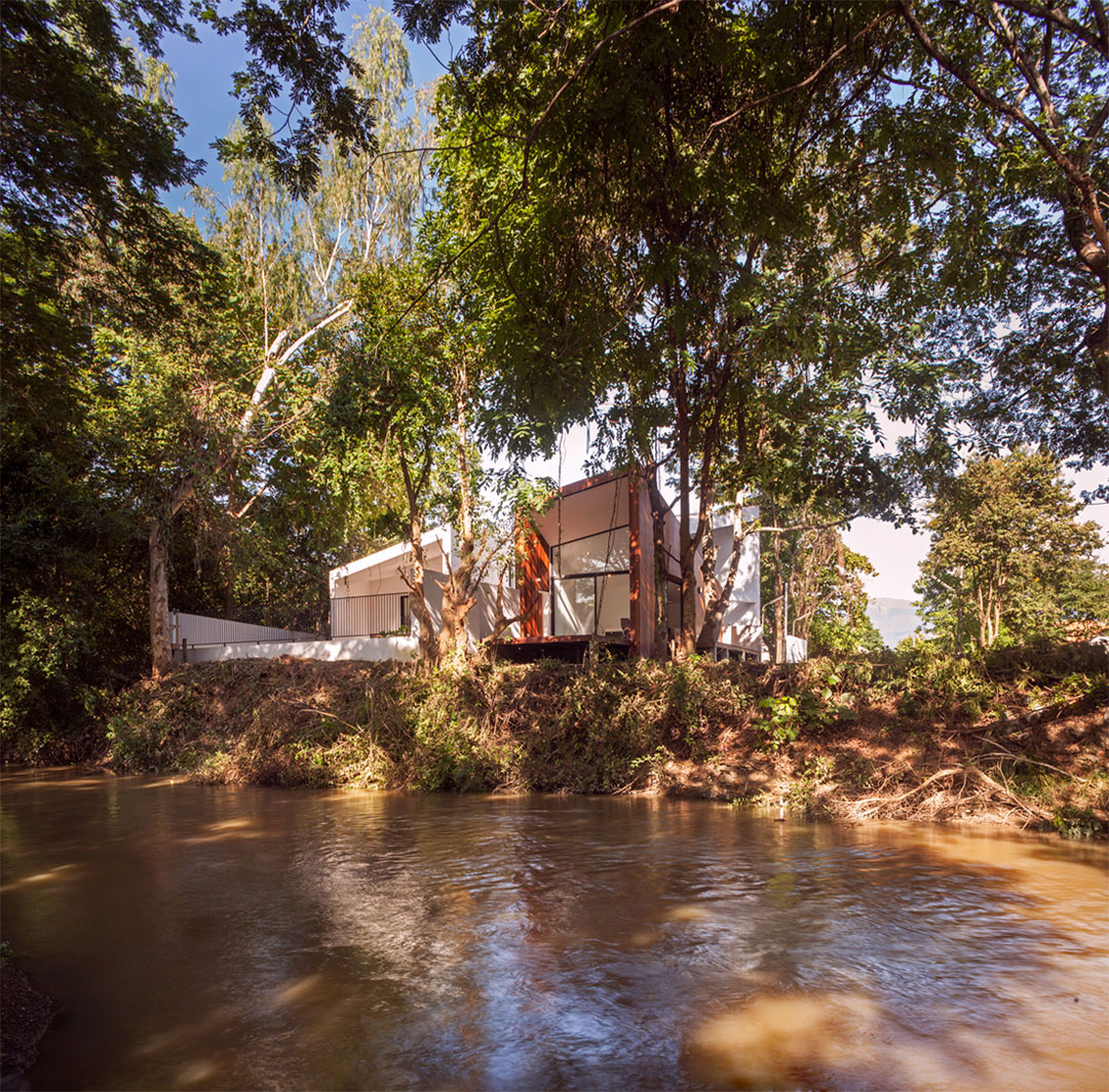 Mae Kao Canal House by EKAR & Full Scale Studio (1)