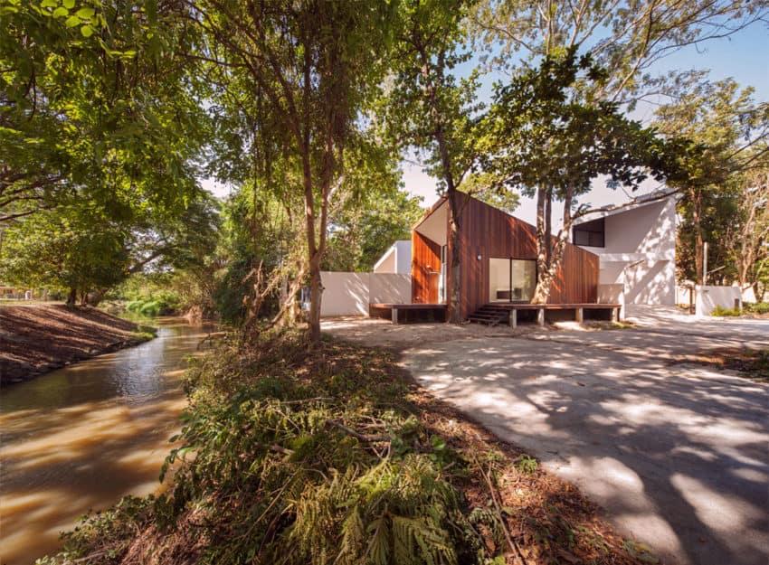 Mae Kao Canal House by EKAR & Full Scale Studio (3)