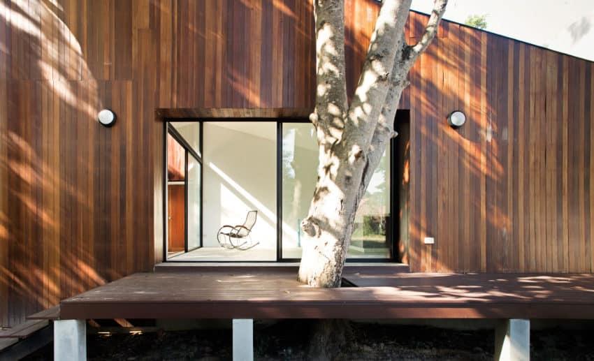 Mae Kao Canal House by EKAR & Full Scale Studio (6)