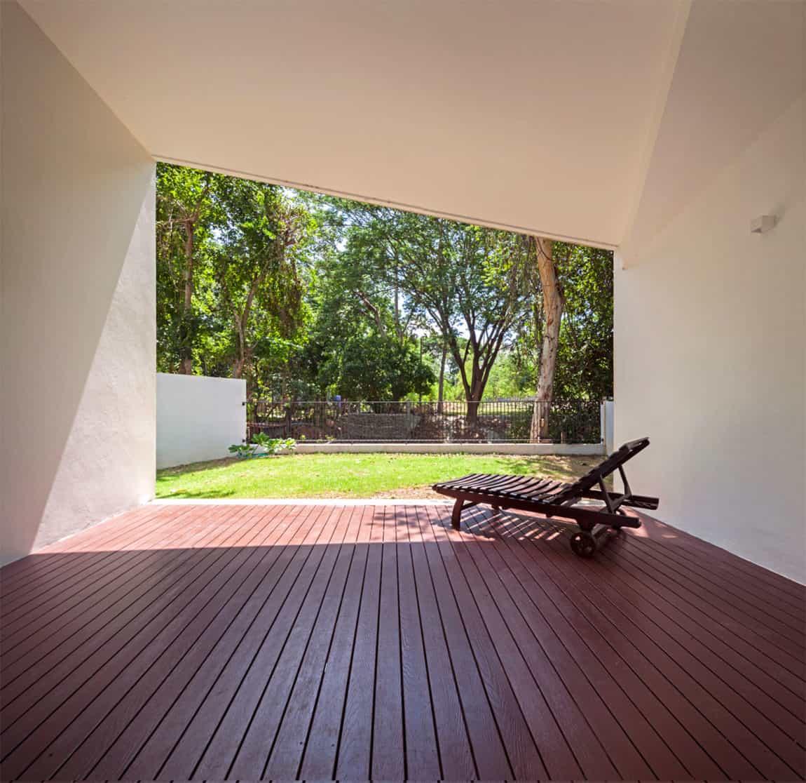 Mae Kao Canal House by EKAR & Full Scale Studio (10)