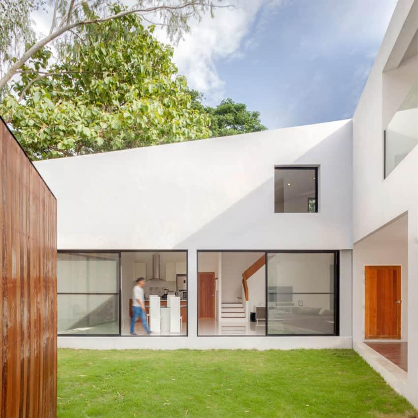 Mae Kao Canal House by EKAR & Full Scale Studio (11)