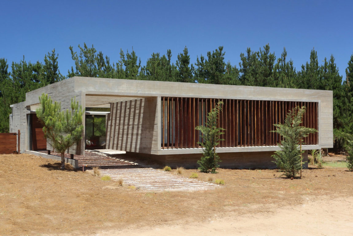 S&S House by Besonias Almeida Arquitectos (2)