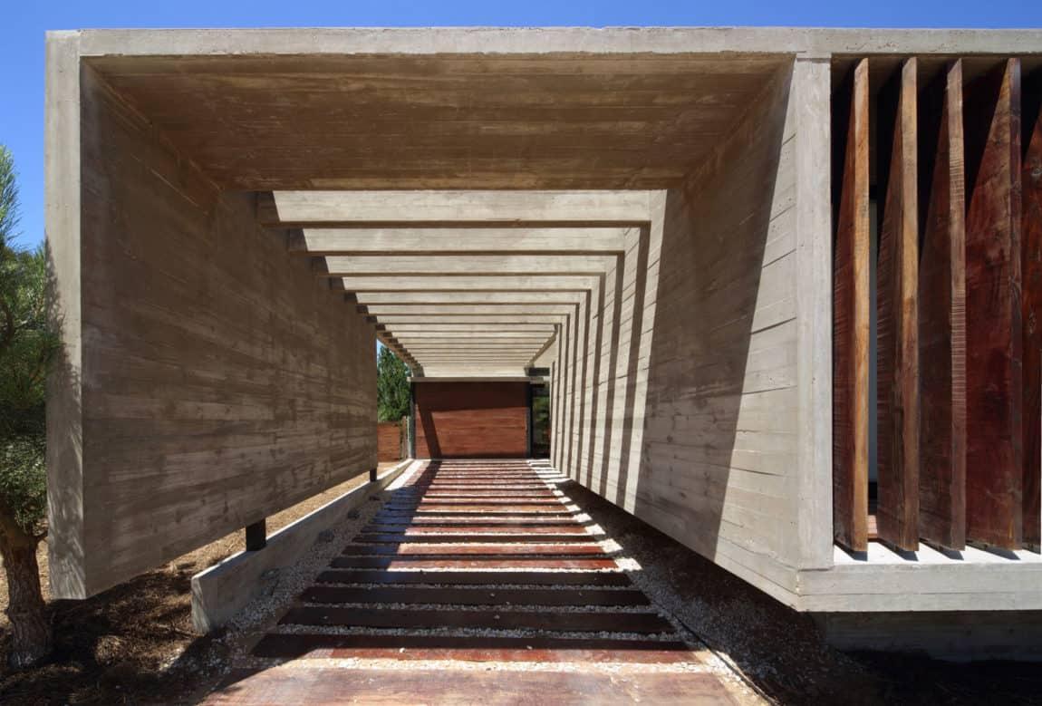 S&S House by Besonias Almeida Arquitectos (3)