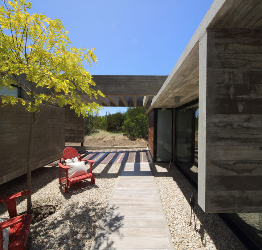 S&S House by Besonias Almeida Arquitectos (7)
