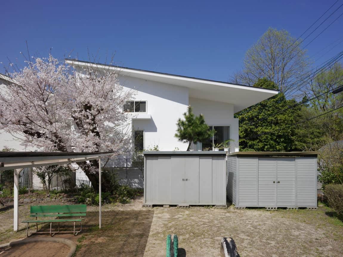 The Corner House in Kitashirakawa by UME Architects (4)