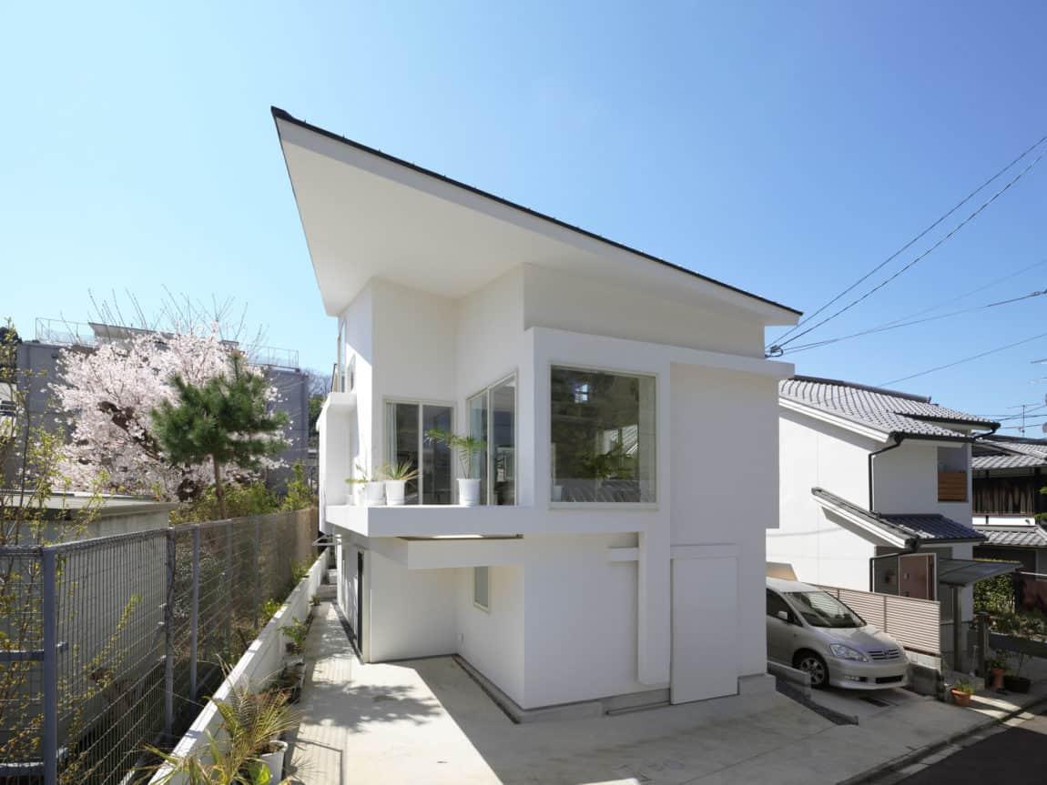 The Corner House in Kitashirakawa by UME Architects (5)