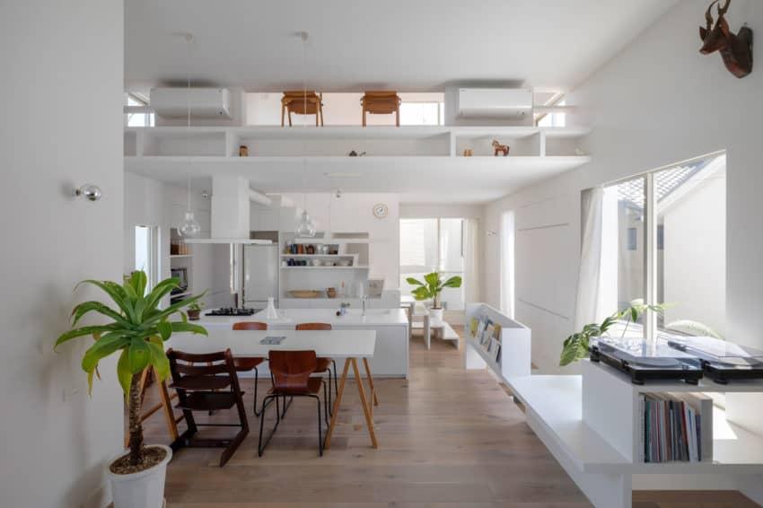 The Corner House in Kitashirakawa by UME Architects (10)