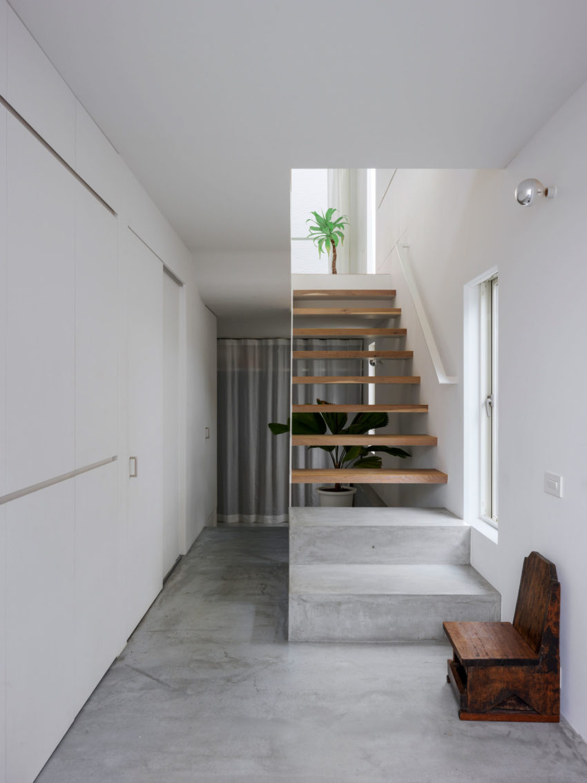 The Corner House in Kitashirakawa by UME Architects (12)