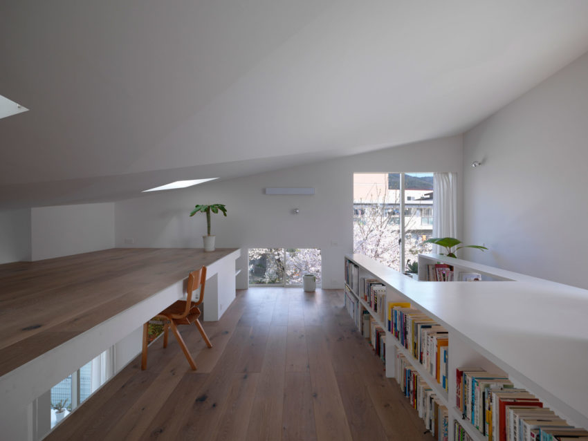The Corner House in Kitashirakawa by UME Architects (16)