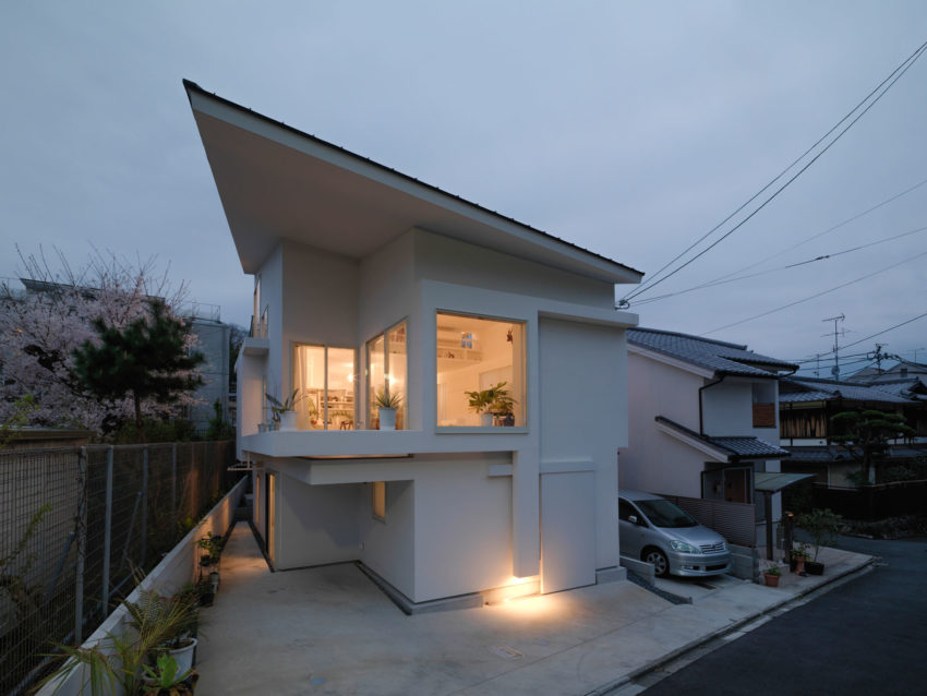 The Corner House in Kitashirakawa by UME Architects (19)