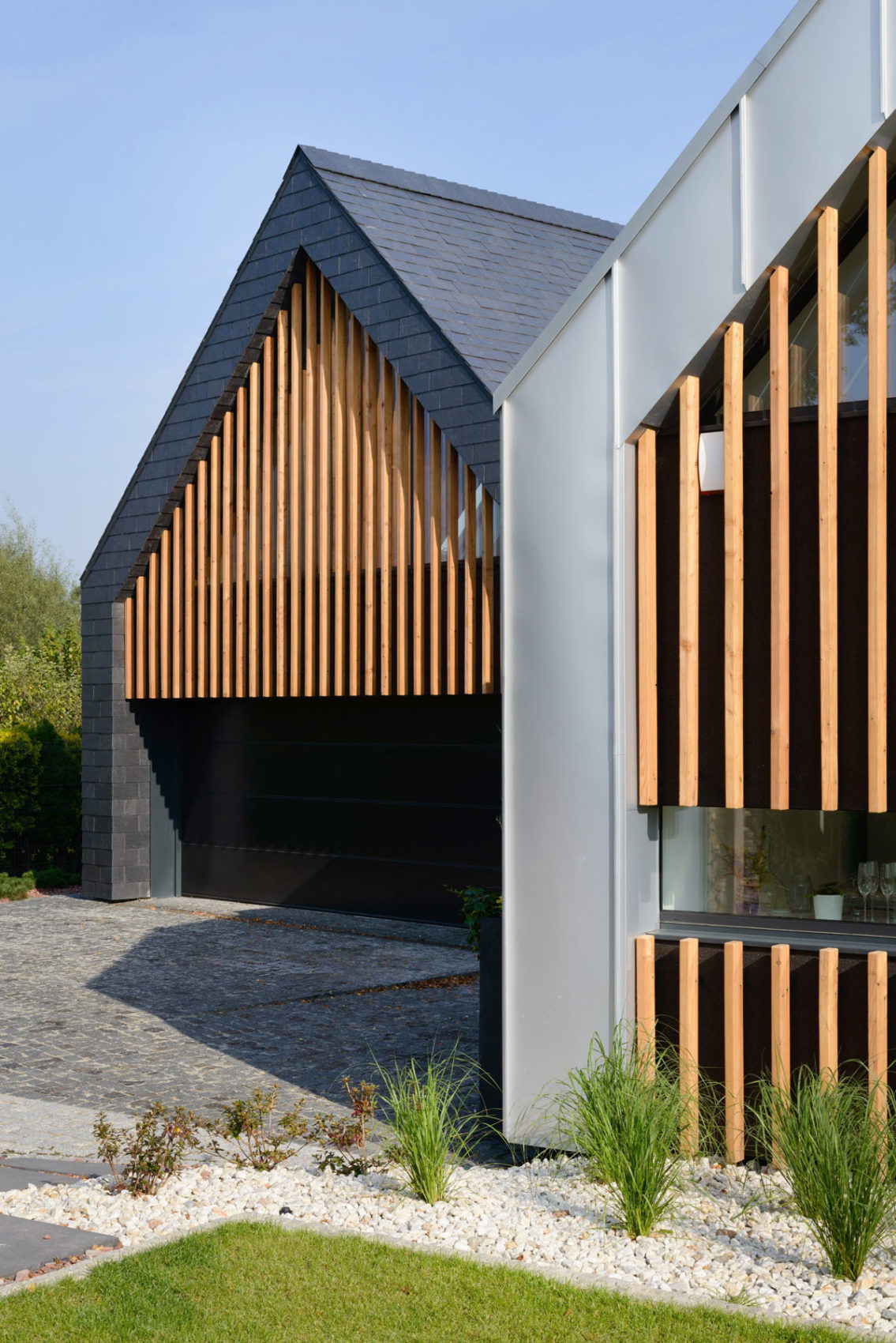 Two Barns House by RS+ (4)