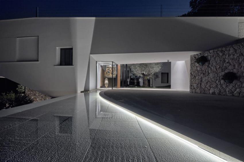 Villa La Madone by A2CM & Ceschia e Mentil Arch (16)