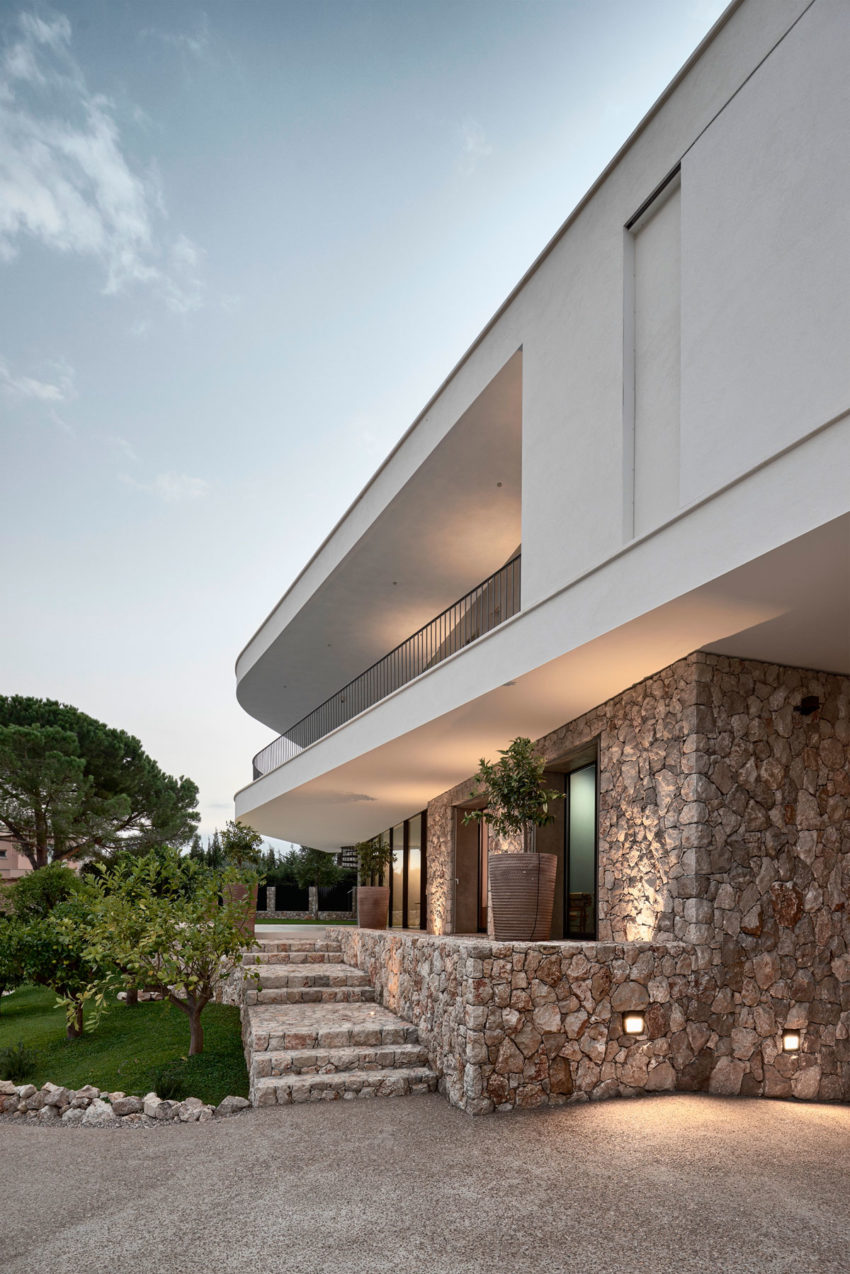 Villa La Madone by A2CM & Ceschia e Mentil Arch (19)