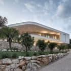 Villa La Madone by A2CM & Ceschia e Mentil Arch (20)