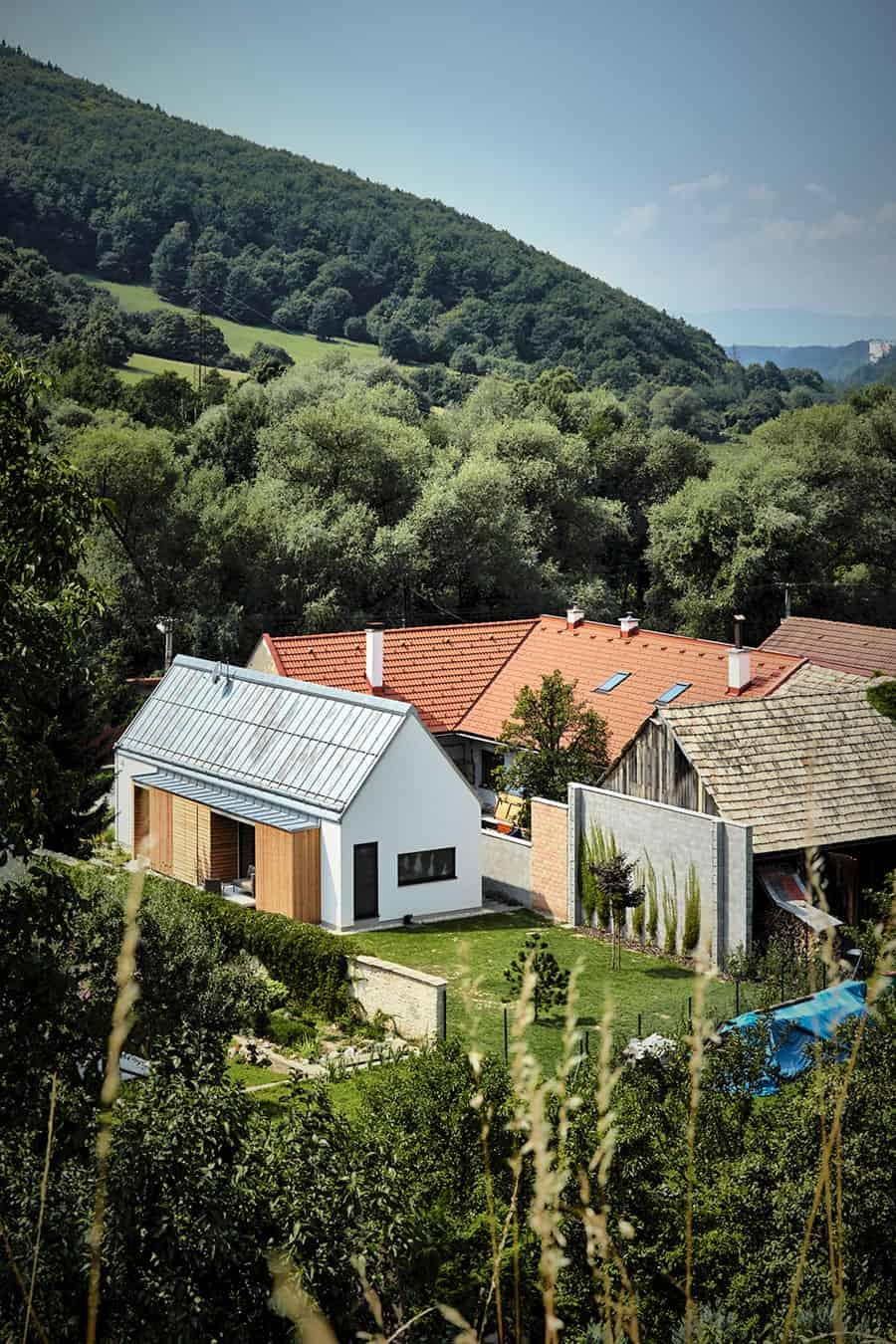 Wooden Brick House by Jaro Krobot (1)
